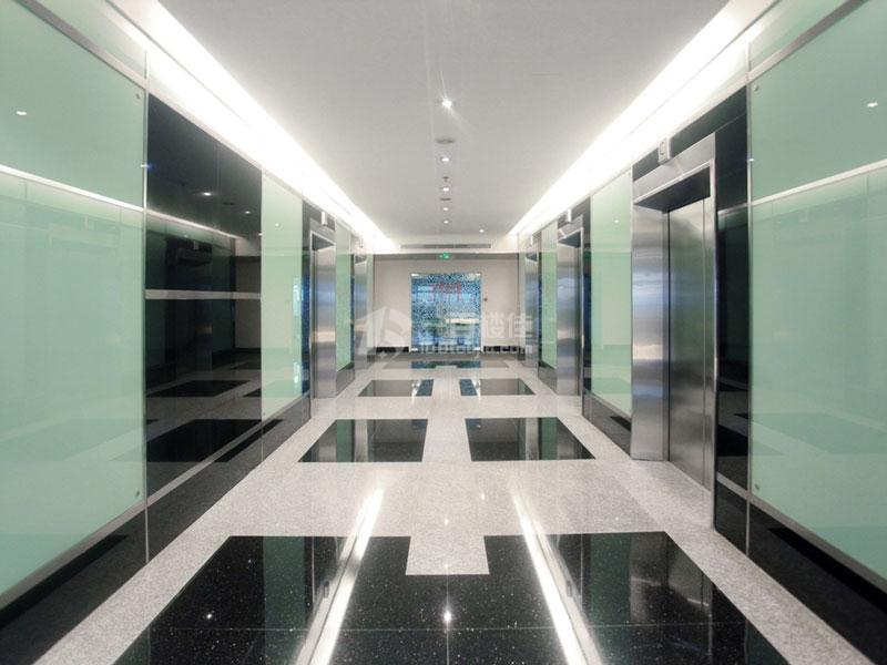 仙乐斯广场电梯间